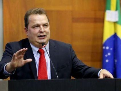 Botelho tem apoio de 20 deputados para ir ao TCE, diz Russi