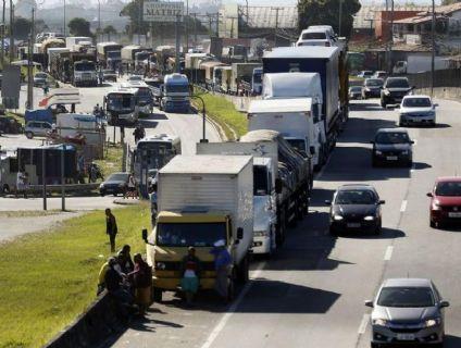 Caminhoneiros notificam ao governo a greve em 1º de novembro (Crédito: Reprodução)