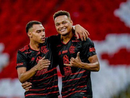 Flamengo bate o Macaé e lidera o Carioca