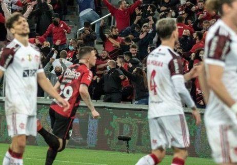 Com gol no último lance, Flamengo empata com Athletico no jogo de ida da semifinal (Crédito: Robson Mafra/AGIF)