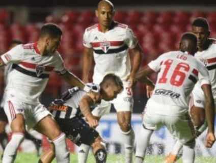 São Paulo goleia o Santos no Morumbi