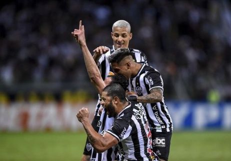 Atlético-MG dá show no primeiro tempo, goleia o Fortaleza e fica perto da final