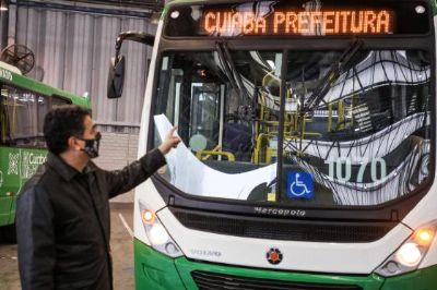 Emanuel anuncia data que nova frota de ônibus começa circular na Capital