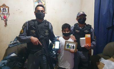 Catador de latinha, menino ganha celular para poder assistir às aulas após vaquinha da PM