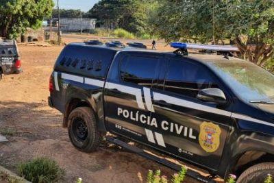Homem de 27 anos é morto a tiros e polícia encontra drogas e dinheiro perto do corpo