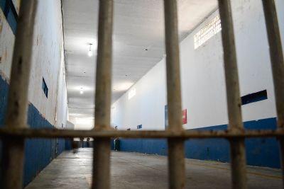Homem aparece morto em cela e presos afirmam que caiu da cama